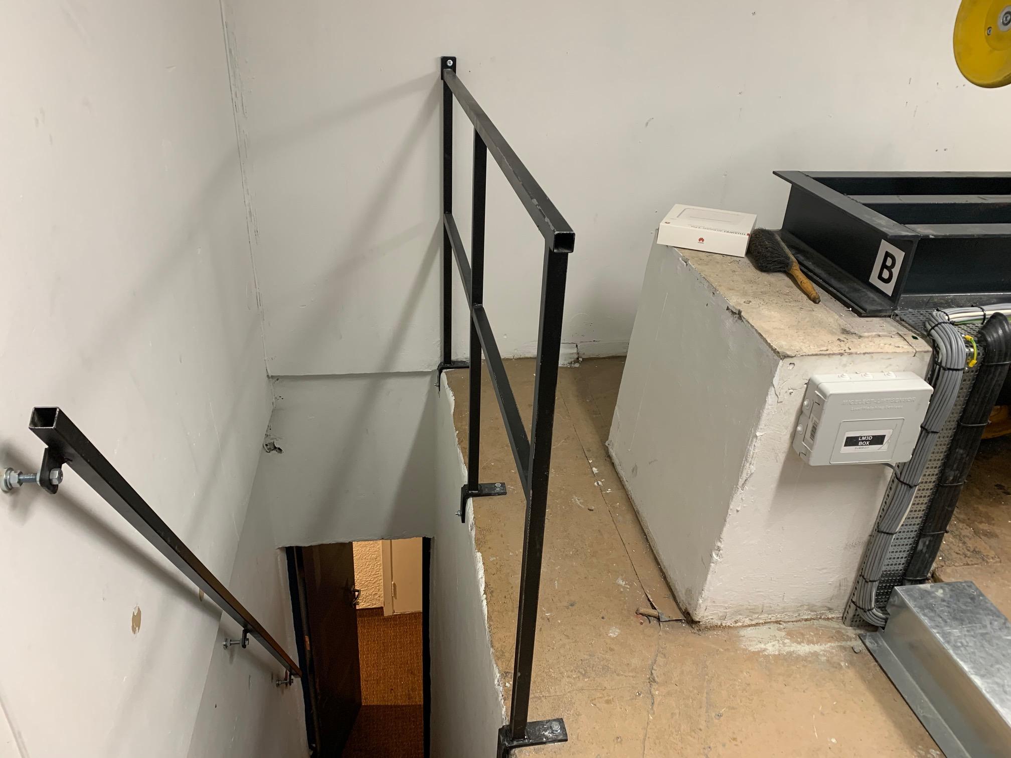 Fortsatt et gammelt maskinrom, men vi har montert rekkverk